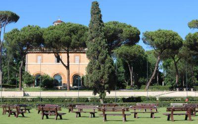 A Roma inaugurata l'installazione delle 100 panchine in plastica riciclata a formare il Simbolo del Terzo Paradiso