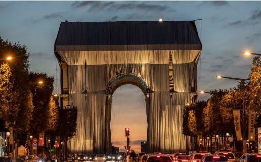 """""""L'Arco di Trionfo impacchettato"""", si è avverato il sogno del compianto artista Christo"""